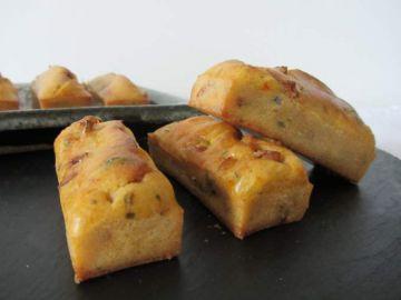 Minis cakes au basilic et aux tomates séchées