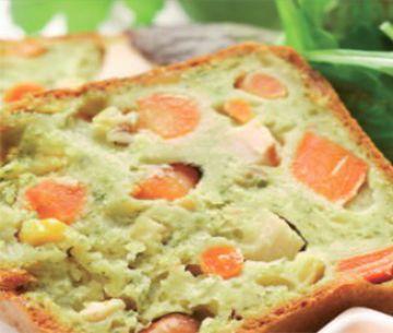 """Cake """"encore tiède"""" au pesto, filet de volaille et carottes"""