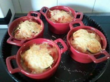 Mini cocotte de gratin de courgettes, tomate et mozzarella