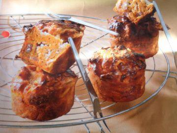 Mini cake : oignons, chèvre, lardons.