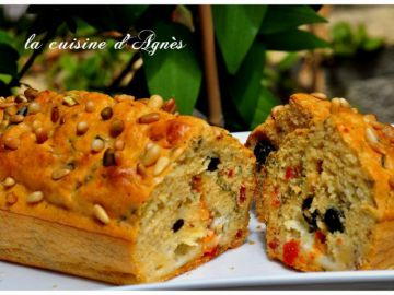 Cake aux tomates confites olives et mozzarella
