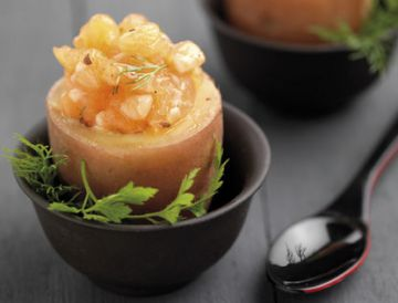 Coquetier de pommes de terre au tartare de saumon