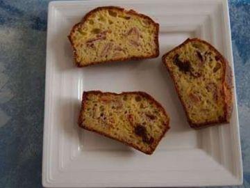 Cake aux tomates séchées et jambon de bayonne